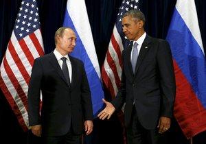 """Na dohodu o příměří ve válkou sužované Sýrii si nejspíš """"plácnou"""" ruský prezident Vladimir Putin a jeho americký protějšek Barack Obama (fotografie ze setkání v OSN ze září 2015)"""