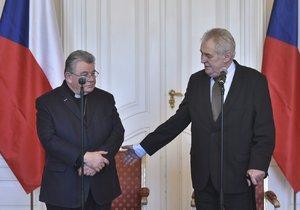 Kardinál Dominik Duka (vlevo) a prezident Miloš Zeman na Hradě
