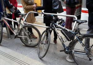 Nedělní svátek cyklistiky v Praze: Všechny cesty povedou k Invalidovně