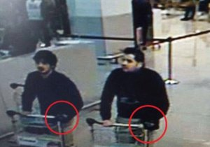 Sebevražední atentátníci na letišti byli bratři.