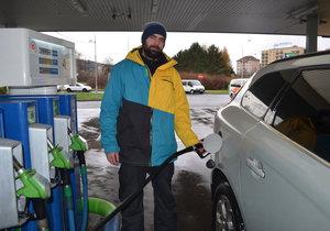 Nové značení na benzinkách: Tankujete čtverec, nebo kolečko?