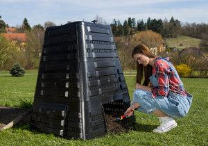 Kónický Kompostér K 700 ve tvaru jehlanu pojme až 720 litrů biomasy