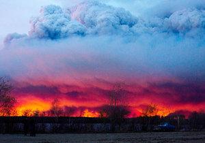 Kanadská Alberta vyhlásila kvůli požáru stav pohotovosti.