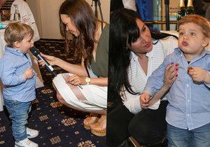 Syn Andrey Kalivodové Adrian (1,5) rád papá.