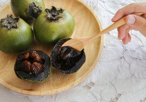 Černá sapota má chuť po čokoládě s lehkým nádechem ostružinové marmelády