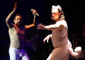 Matěj Ruppert s Felixem Slováčkem našli zálibu v baletních úborech.