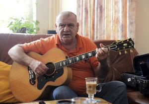 Písničkář František Nedvěd má cukrovku, a tak by se měl šetřit a dodržovat zdravou životosprávu.