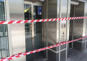 Nový výtah ve stanici metra Anděl po necelém roce od spuštění přestal fungovat.