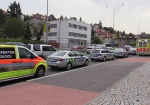 Muž se zamkl v domě a odmítal komunikovat. Na místo přijelo několik policistů i záchranka.