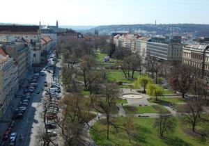 Lidem vadí na Karlově náměstí zanedbaný park, nebezpečná zákoutí a jeho rušnost.