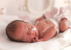 V orlickoústeckém babyboxu našli novorozenou holčičku! Martinka byla zabalená do ručníku. (ilustrační foto)