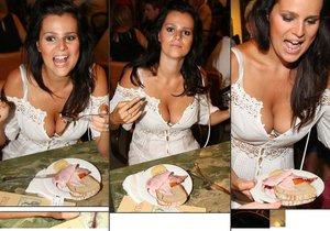 Ornella Koktová se vyprsila nad talířem šunky.