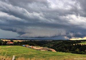 Českem od západu přechází bouřky, sledujte radar (ilustrační foto).