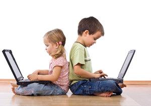 Děti dostávají první počítač už jako malé. (ilustrační foto)