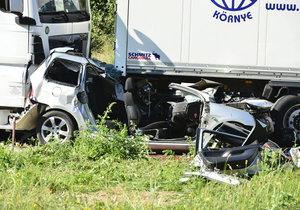 Dálnici D1 v pondělí ráno uzavřely dvě dopravní nehody.