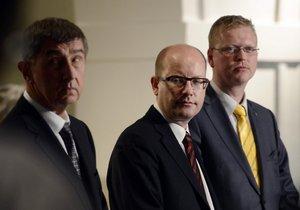 Zleva předseda hnutí ANO Andrej Babiš, předseda ČSSD Bohuslav Sobotka a předseda KDU-ČSL Pavel Bělobrádek vystoupili 25. listopadu v Praze na tiskové konferenci po prvním společném povolebním jednání všech tří stran chystané vládní koalice.