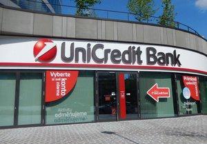 Italská skupina UniCredit prodává svoji slovenskou a českou divizi. O segmenty má údajně zájem Moneta Money Bank a Société Générale.