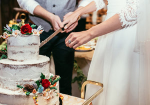 Jak se měnily svatební dorty v průběhu 100 let?