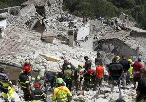 ONLINE: Zemětřesení v Itálii zabilo 120 lidí, z trosek vytahují i živé