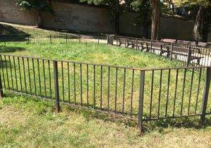 Záhadná ohrada v parku na pražském Břevnově