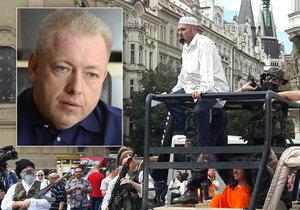 Ministr Chovanec odmítl, že při Konvičkově hře na Islámský stát pochybili policisté.