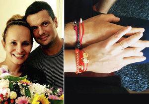 Monika Absolonová se sice zasnoubila s Tomášem Hornou, ale se svatbou otálí.