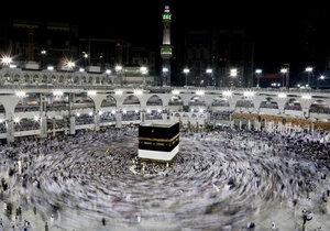V Mekce začínají obřady velké muslimské pouti: Loni věřící ušlapali přes 2 tisíce lidí