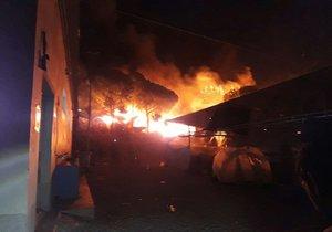 Mohutný požár v zařízení pro uprchlíky (archivní foto)