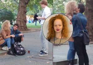 Hvězda Nevinnosti Anna Linhartová: Vinná líbačka pod stromem