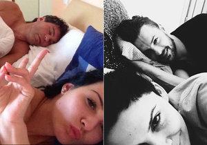 Vlaďka Erbová s Gulašim v posteli připomněli fotku Jaromíra Jágra s neznámou dívkou.