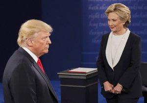 Trump u voličů boduje, stahuje náskok Clintonové.