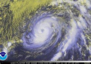 Tropická bouře Nicole už má parametry hurikánu a míří na Bermudy.