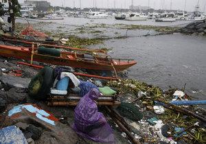 Na Filipínách řádí tajfun Sarika.