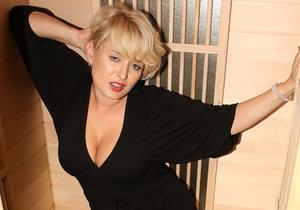 Miluška jako svůdná dáma v sauně