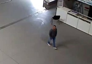 Policie pátrá po zloději dronů z výstaviště v Letňanech. Poznáváte ho?