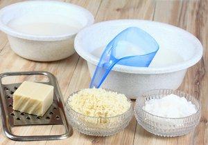 Kilogram doma vyrobeného prášku na praní vás vyjde na necelých třicet korun. To už za 10 minut času stojí.
