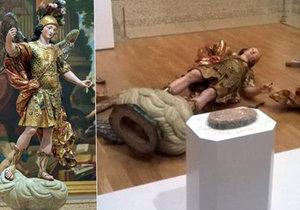 Turista při focení selfíček zničil vzácnou sochu.