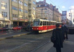 V Praze probíhá velké sčítání cestujících v tramvajích po srpnové revoluci v dopravě.