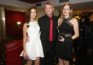 Herce doprovodila dcera Anička (vlevo) a přítelkyně Jitka (vpravo).