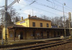 Praha 6 kupuje za 14 milionů nádraží Bubeneč: O jeho budoucnosti rozhodnou lidé
