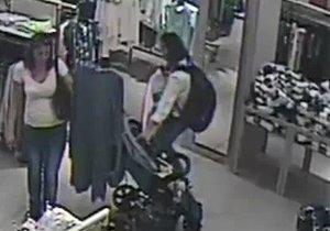 Ženy kradly v obchodním centru na Zličíně.