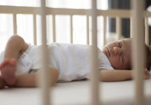 Otec uspal dítě pomocí ubrousku za necelou minutu
