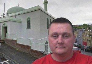 Kevin Crehan, který znesvětil mešitu sendviči se slaninou.