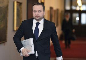 Marian Jurečka přichází na jednání vlády (9.1.2017).