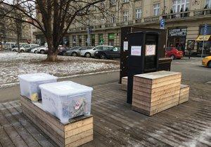 Projekt #darujkabat se přesunul na Šesťák. Podpořila ho radnice Prahy 6, která zakoupila skříň a boxy.