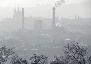 Komíny v Brně kouří, i když je smog.