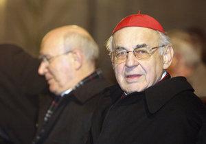 Kardinál Vlk má rakovinu, kromě plic jsou zasaženy i kosti. Vše odhalila bolest ramene.