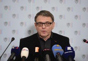 Lubomír Zaorálek nezvládá svůj úřad. Hackeři napadli dokumenty celého ministerstva.