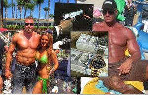 Sexy bodyguardi se na Instagramu chlubí zbraněmi, svaly, dívkami i vydělanými penězi.
