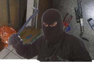 S páčidlem si šel pro buřty: Policisté u Vyšehradu nachytali mlsného zloděje